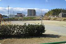 施設前の公園